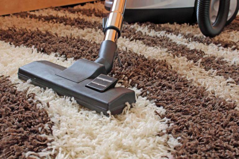 Как почистить ковёр с длинным ворсом в домашних условиях видео
